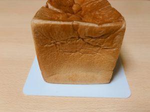 午後の食パンを横から見る