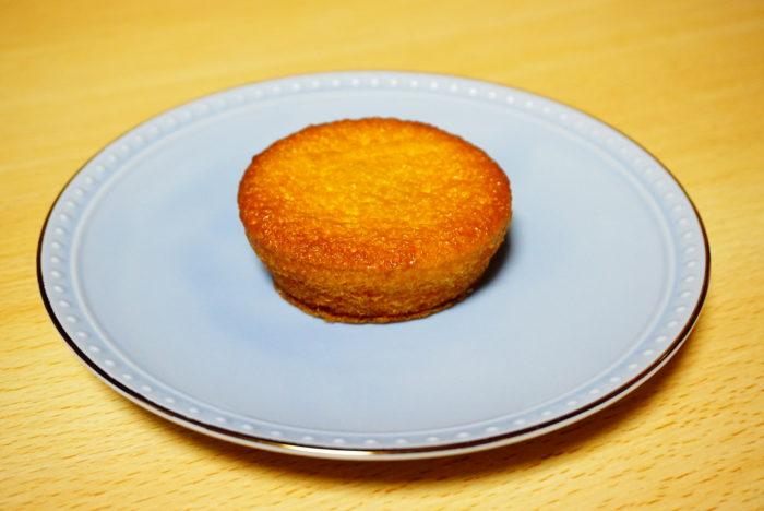 ロッテ×八天堂のカスタードケーキを横から