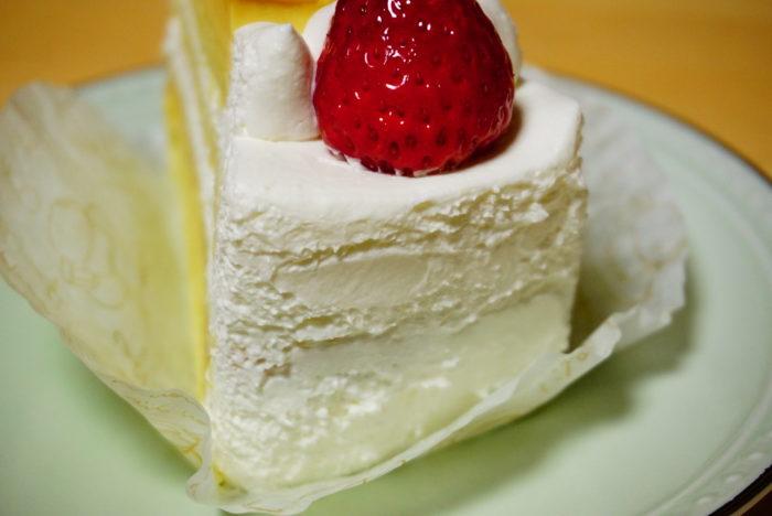 なめらかプリンケーキの生クリーム