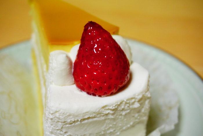 なめらかプリンケーキの苺
