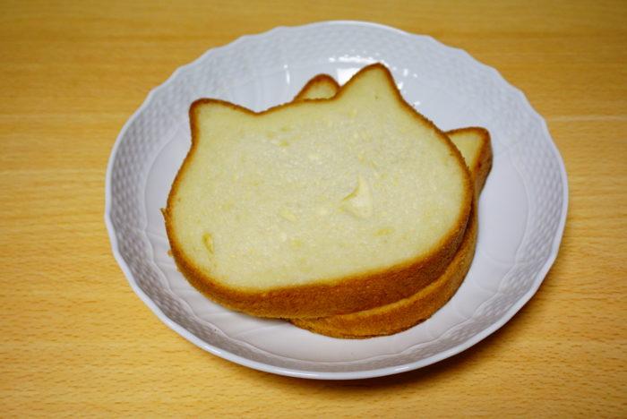 ねこねこ食パンをカット