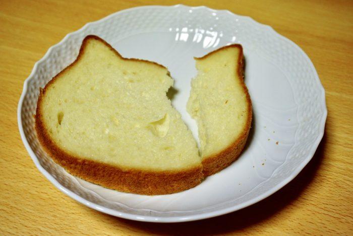 ねこねこ食パンを食べる