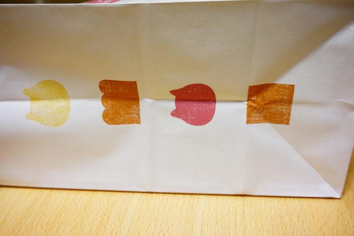 ねこねこ食パンの袋(右)