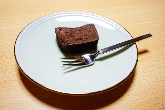 テリーヌドゥショコラを食べる