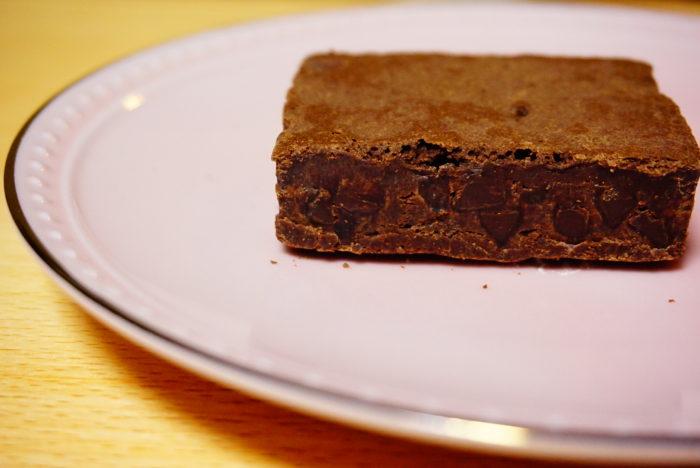世にもおいしいチョコブラウニーの間のチョコチップ