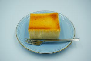 チーズケーキホリックのクリームチーズケーキを食べる