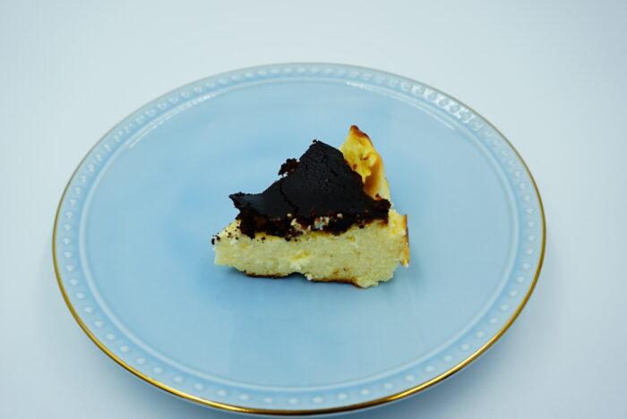 九州お取り寄せ本舗のバスクチーズケーキの一切れ