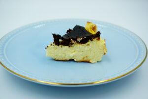 九州お取り寄せ本舗のバスクチーズケーキの横
